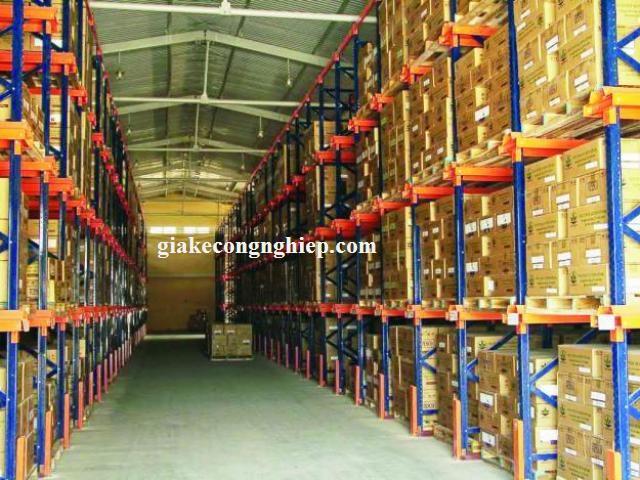Giá kệ để thùng hàng carton trong kho nhà máy