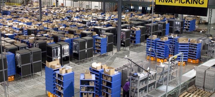 Các kho giá kệ chứa hàng Amazon sẽ có 10000 robot